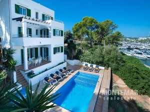 Villa with vacation rental license and magnificent views over the marina of Cala d'Or