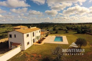 Country house in Es Llombards with additional approved building project