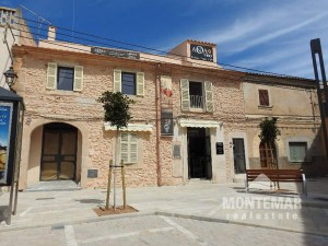 Restored store with apartment in top location of Santanyi