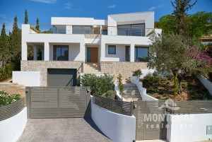 New contemporary villa with good sea views in Costa d'en Blanes