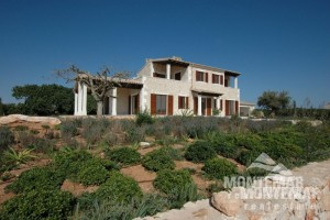 Spacious new country house with sea views - Cala Llombards