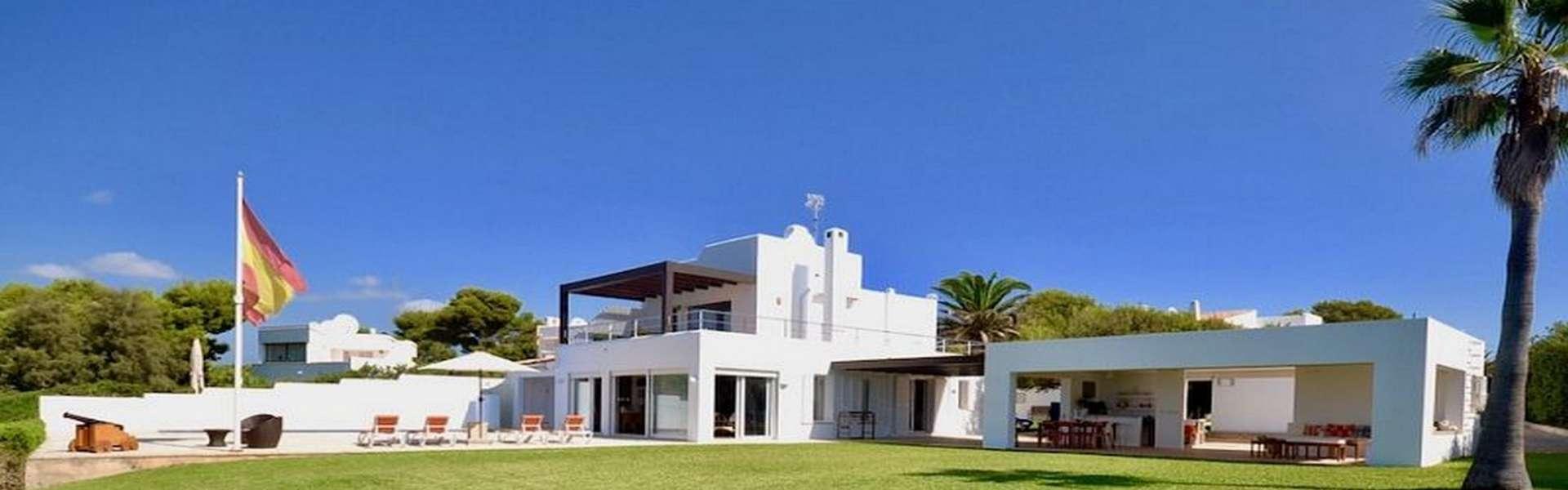 Villa in 1st sea line in Cala d'Or/Cala Egos
