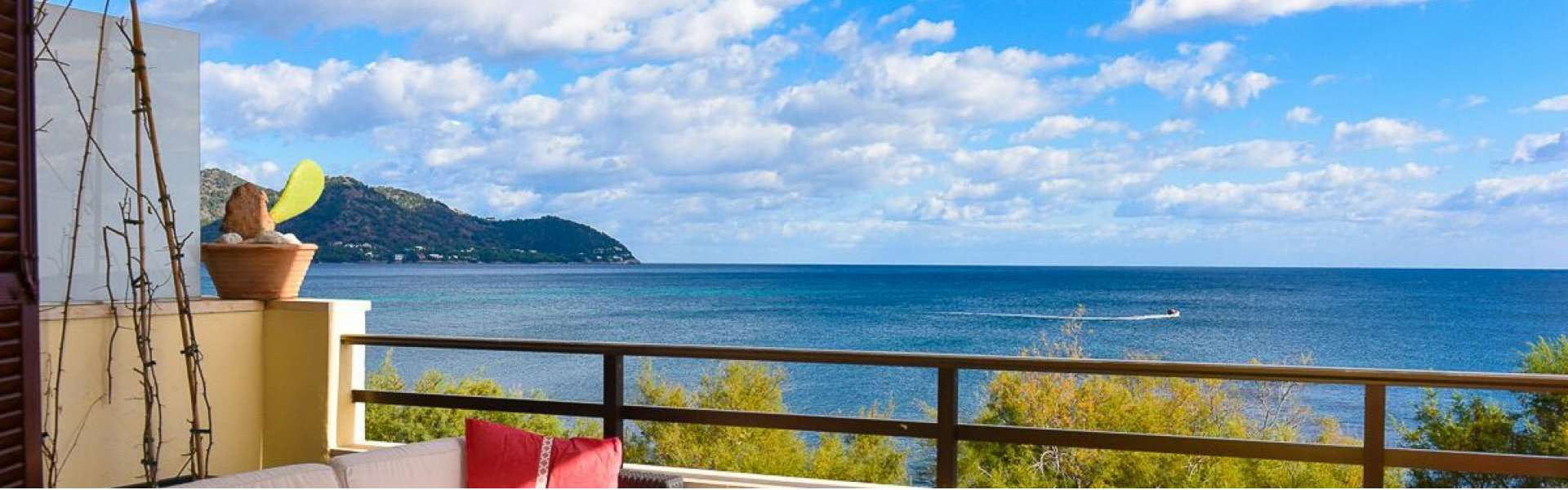 Charming Apartment in First Line of Cala Bona