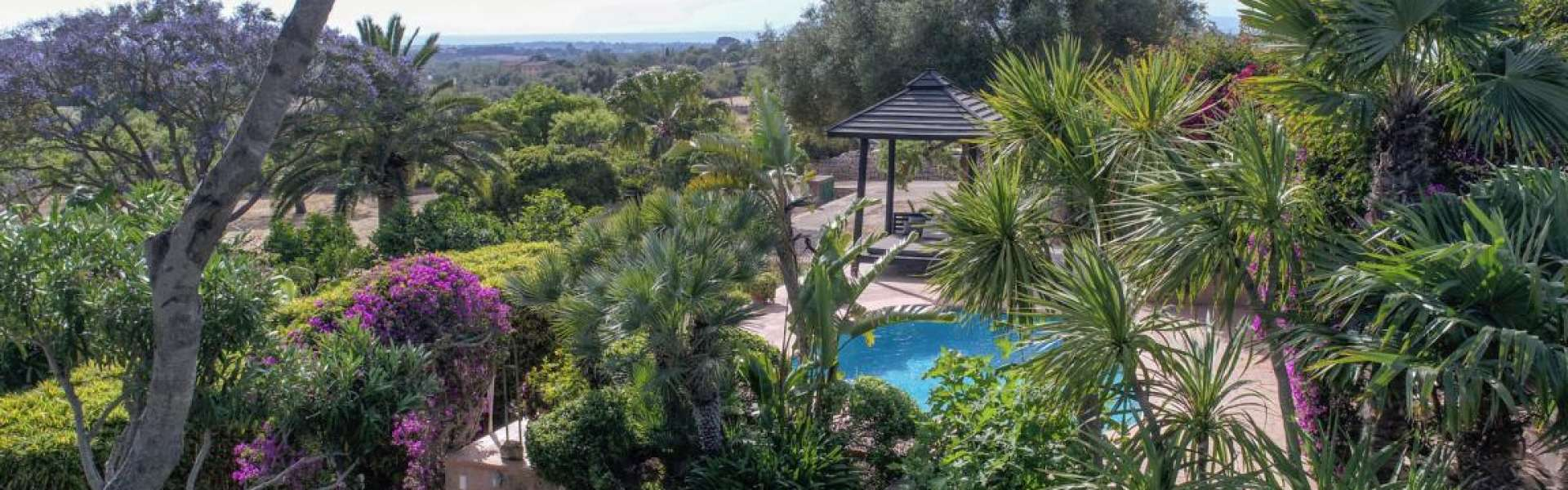 Authentic property in a dreamlike location close to the sea