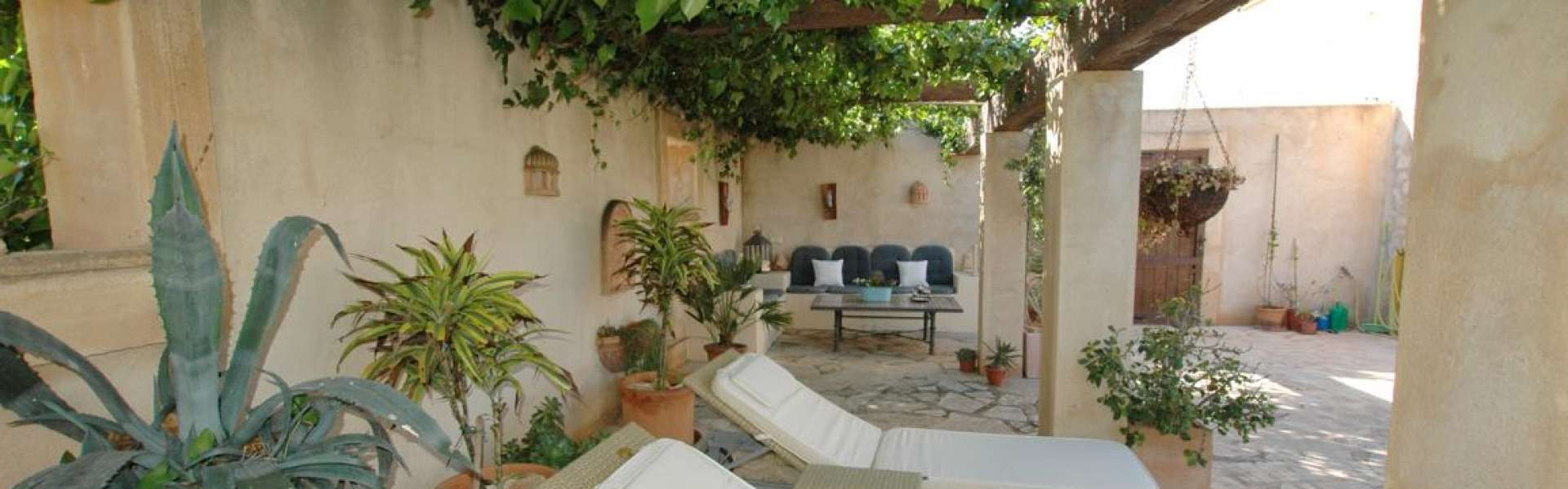 Lovely country home close to Portocolom