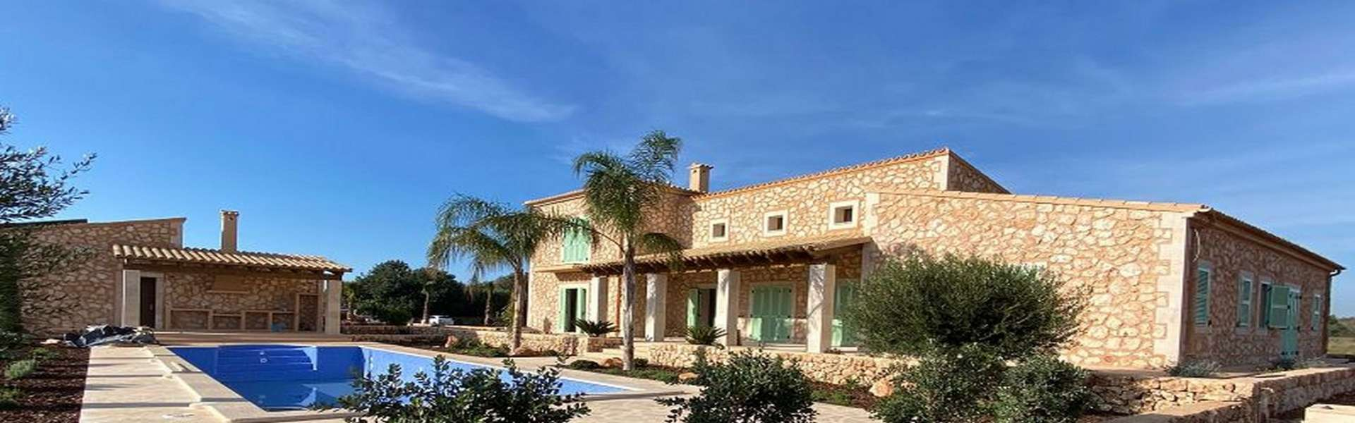 Natural stone villa for sale or rent in Felanitx