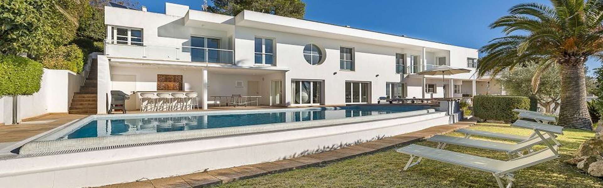 Santa Ponsa - Spacious villa in top location with sea view & tourist rental license