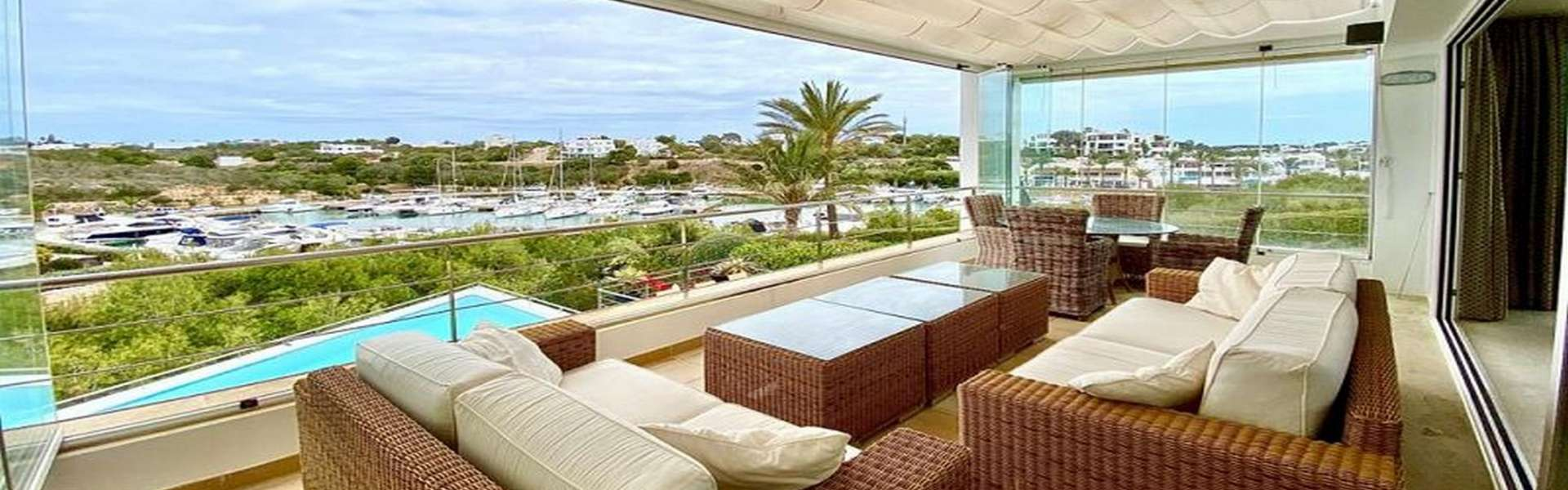 Modern villa with pool and views of the marina in Cala d'Or